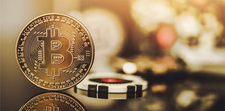 Ficha con bitcoin